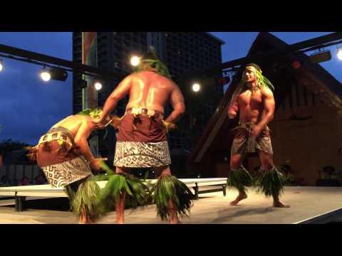 Hilton Hawaiian Village Starlight Luau - April 2015 - Honolulu, Hawaii - Samoa Men Dance