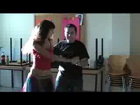 Tinder engañando bailando en Badalona