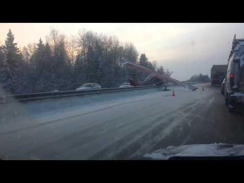 На фото Аварийная посадка на Ярославское шоссе изображение