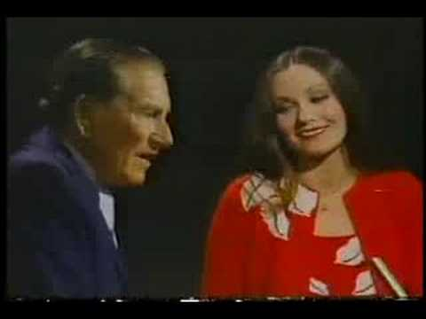 Crystal Gayle & Hoagy Carmichael - Up A Lazy River