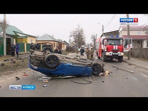 "В Брянске ""БМВ"" снес два авто и ворота гаража"