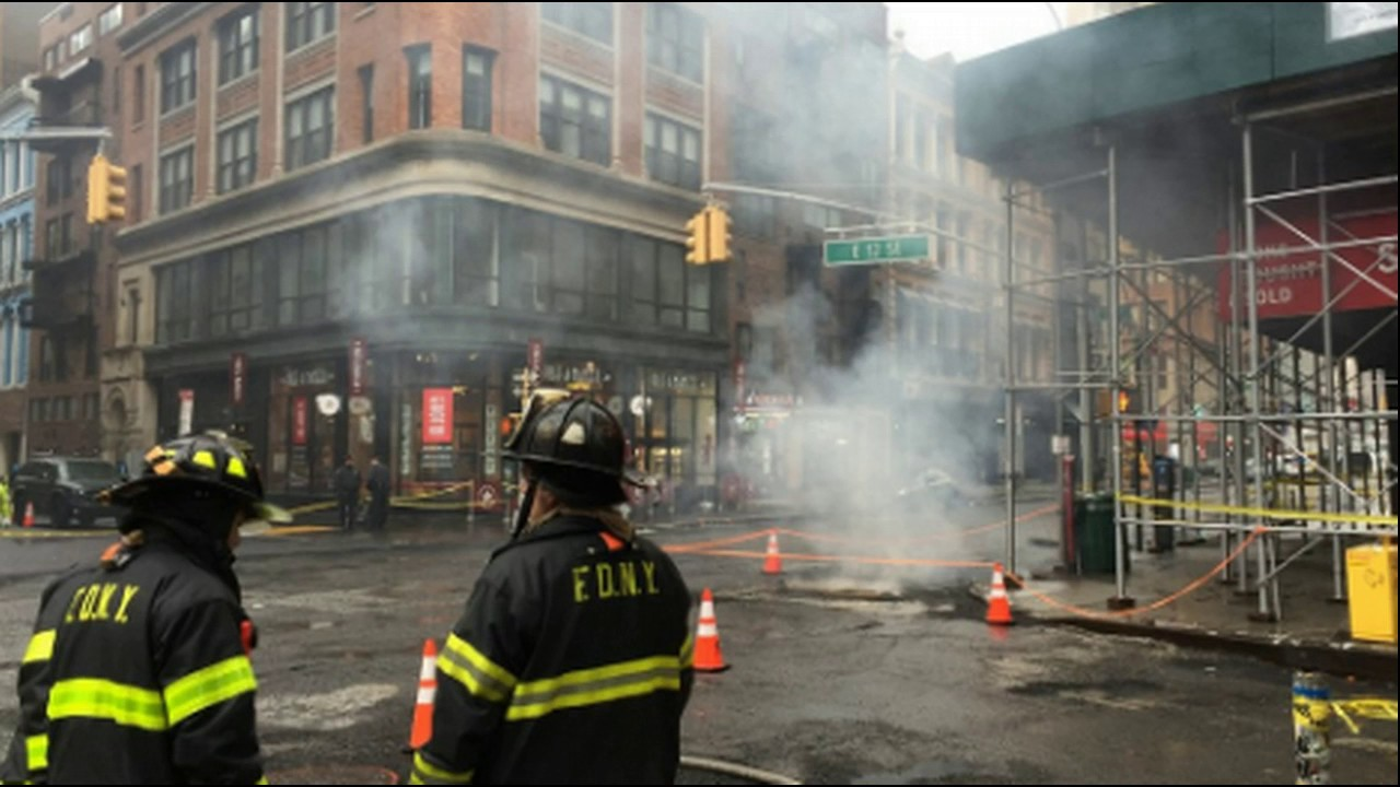 manhole explodes under fdny firetruck others smoking in union square youtube. Black Bedroom Furniture Sets. Home Design Ideas