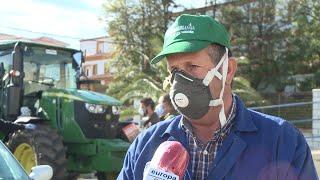 Desinfectan con tractores las calles de Talarrubias (Badajoz)