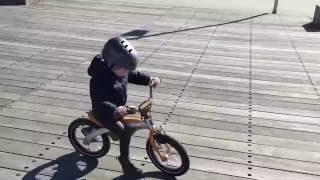 BMW Kidsbike беговел/велобег (80932413747)(Детский велосипед BMW Kidsbike 2016 - 2 в одном, велосипед и велобег/беговел. Этот велосипед в типичном дизайне BMW..., 2016-05-24T20:46:33.000Z)