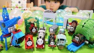 カプセルプラレール きかんしゃトーマス 実験用機関車とジェームスの救出編 全18種/Thomas&Friends capsule toy thumbnail