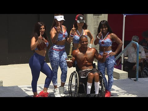 1st Wheelchair Bodybuilding Competitor at Muscle Beach in 4K