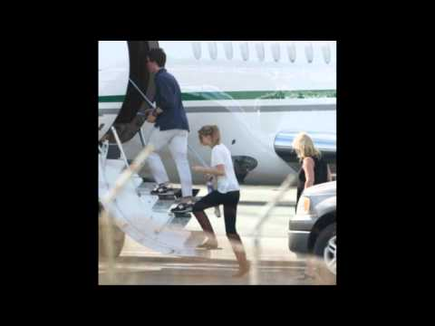 Taylor Swift Leaving the Turks and Caicos in Private Jet