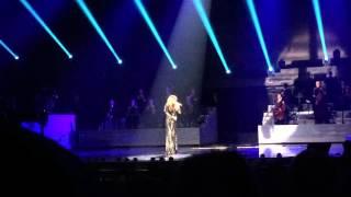 فيديو سيلين ديون تنافس أديل في تأدية أغنيتها Hello فهل أتقنت غنائها؟ @ موقع ليالينا