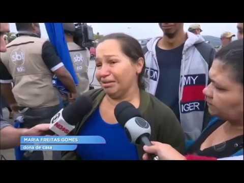 Famílias sofrem perda de parentes em naufrágio no RJ