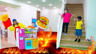 The Floor is Lava Challenge – Jannie and Friends Saves Kids from Lava