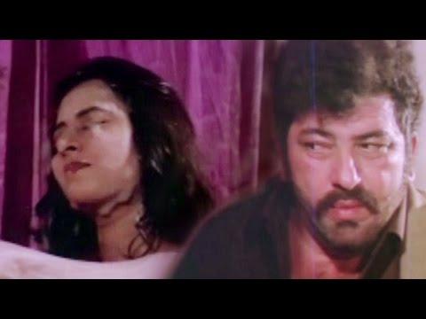 Amjad Khan stares Kajal Kiran having Bath  Hum Se Hai Zamana, Bathing  3