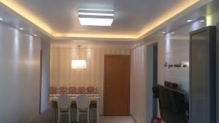 SALA DE ESTAR: Iluminação com FITA DE LED com Sanca Aberta no Gesso e Spot de LED
