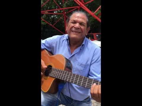 Mario Montenegro le canta a Samuelito y Alvarito.