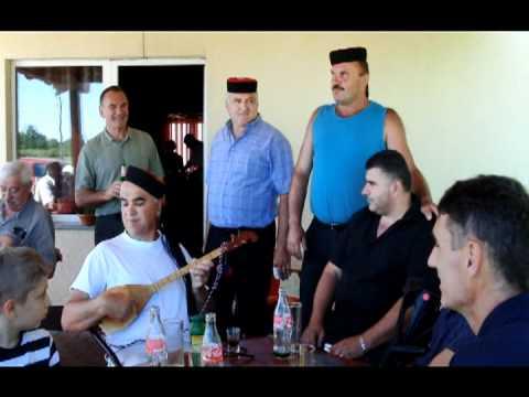 Pivaju momci iz Bužima, © M. Čuljat www.licke-novine.hr Lička televizija Gospić LTVG Lika press.mpg