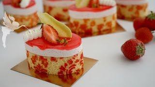 Erdbeer Rhababer Törtchen - Rhababer Erdbeer Mousse Desserts mit Dekor - Kuchenfee