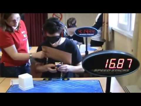 Bịt mắt xếp rubik nhanh nhất thế giới