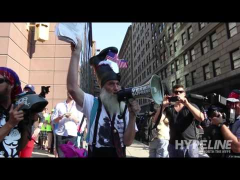 Vermin Supreme engages police at RNC