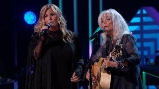 Trisha Yearwood Honors Emmylou Harris at 'GRAMMY Salute To Music Legends'