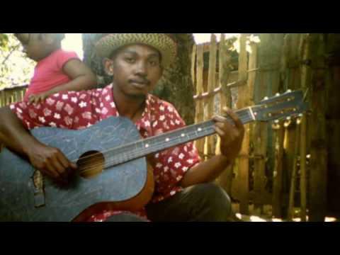 INCROYABLE joueur de guitare Malagasy Laurenttsotra