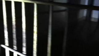 ここは精神病院の地階にある特別な重症患者を収容していた場所。 3:1...