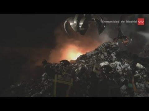 Arde una planta de gestión de residuos en Serranillos del Valle (Madrid)