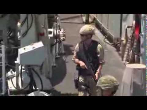 HMCS Toronto encounters Iranian patrol speedboats - Operation Artemis 2013