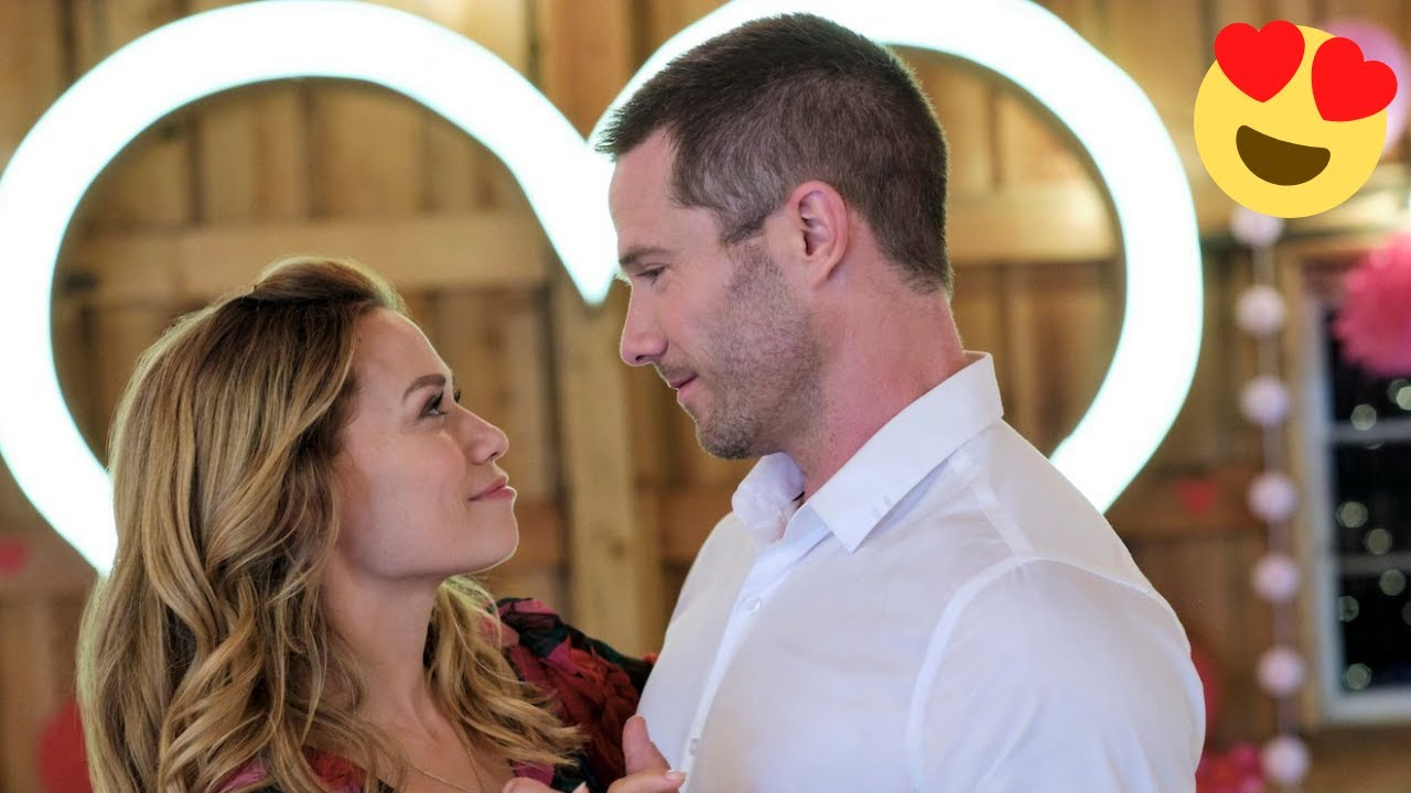 10 Things Fans Love About Hallmark Movies