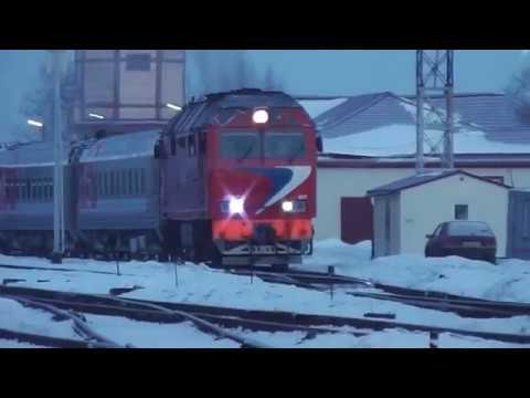 Тепловоз ТЭП70БС-025 с поездом № 602Я, Москва - Рыбинск отправляется со станции Сонково