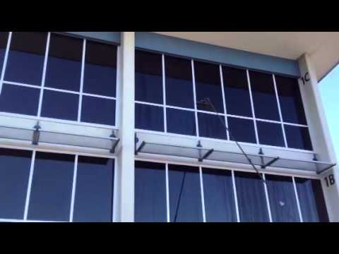 Water Fed Poling - Window cleaning without ladders