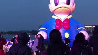 上海迪士尼宣布闭园 居民排队购买防护口罩