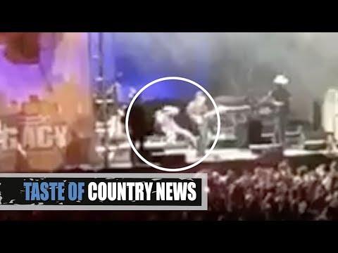 Blake Shelton's Stage Fall Leads to Jokes, Trolls