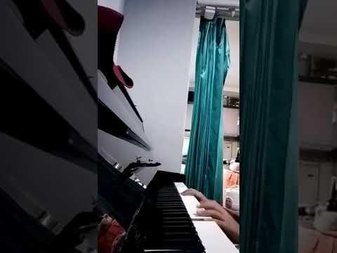 Piano baru (Lagu disini senang)