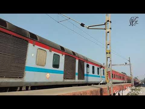 Washing MAHABODHI EXPRESS(12397) in gaya loco yard by railway member