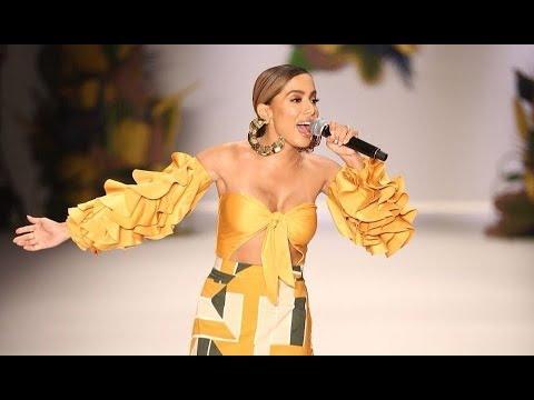 Anitta canta na São Paulo Fashion Week | Desfile Água de Coco