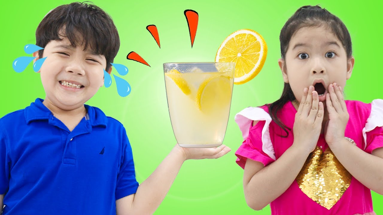 Sammy and Sarah Makes Colorful Yummy Fruit Juices Drinks for Kids