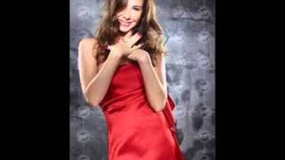 إليسا هيفا نجوى شرين أصالة و أخريات شهيرات باللون الأحمر