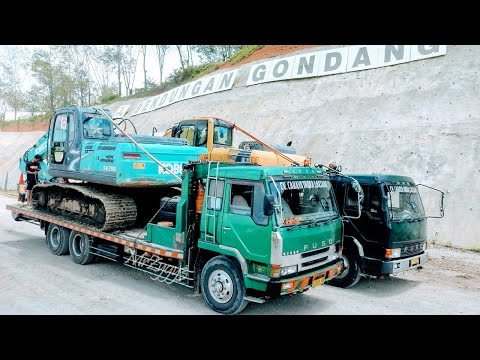 Telolet Fuso Self Loader Truck Moving Kobelco SK200 Komatsu PC200 Excavator