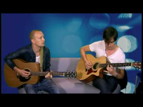 The Twang with a 'Barney Rubble' acoustic session