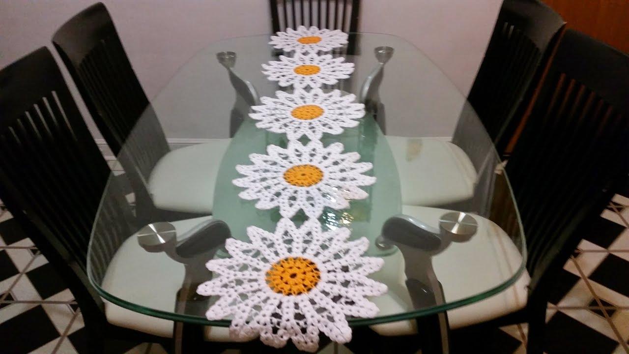 Margaritas en camino de mesa 4 en crochet youtube for Como hacer caminos de mesa modernos