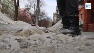 Социальный эксперимент: пробуем долбить лед на тротуаре в Новосибирске