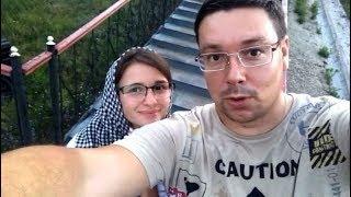 Андрей Чуев с женой жарит шашлык ))