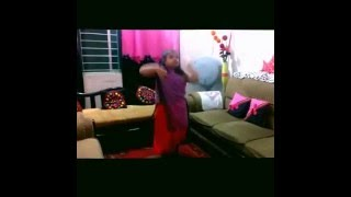 Bangladeshi Cute Girl dance with tune maari entriyaan