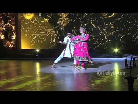 Sanaya Irani gets support from friends for Jhalak Dikhla Jaa Reloaded Finale