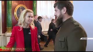 Рамзан Кадыров взял три открытки с новогодними пожеланиями детей на праздничной елке в Кремле