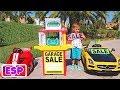 - Vlad y Nikita juegan con los coches de juguete