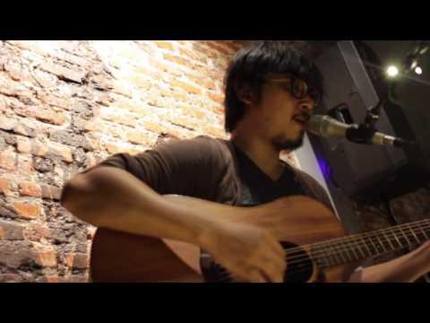 Seniman - Adhitia Sofyan Live at Earhouse