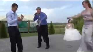 Неожиданный танец на свадьбе!