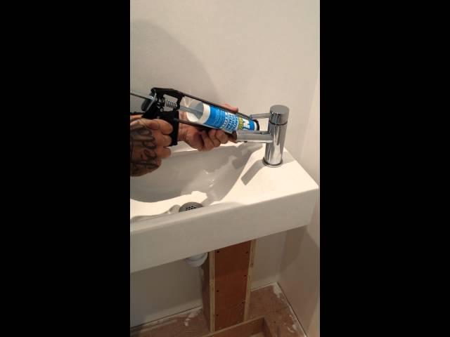 How to mastic a bathroom basin