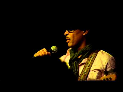 Keni Burke - Let somebody love you - Live in London - October 2010