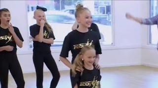 Dance Moms - Assignments - Abby Matches A Junior With A Mini (S6,E27)